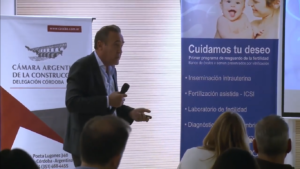 Simposio de Endometriosis: disertación del Dr. José Pérez Alzaa